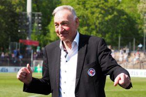 Bernd Schröder verabschiedet sich vom Potsdamer Publikum. Foto: Uta Zorn